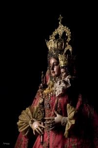 La Virgen carmesí 01
